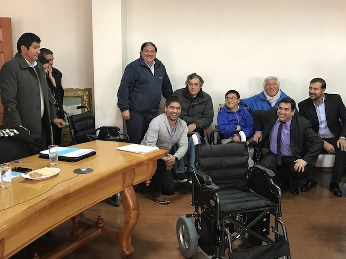 Municipalidad de Cauquenes entrega sillas de ruedas eléctricas