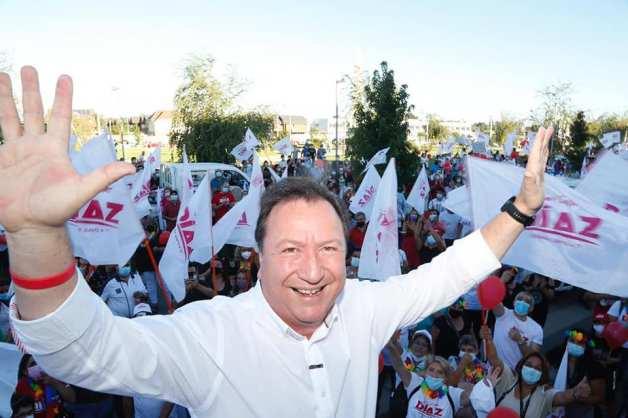 Sin mascarilla ni distancia social: Denuncian a Juan Carlos Diaz por  lanzamiento de campaña en Talca - Maulee.cl