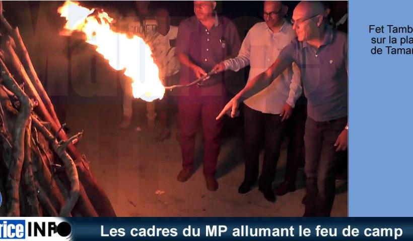 Les cadres du MP allumant le feu de camp