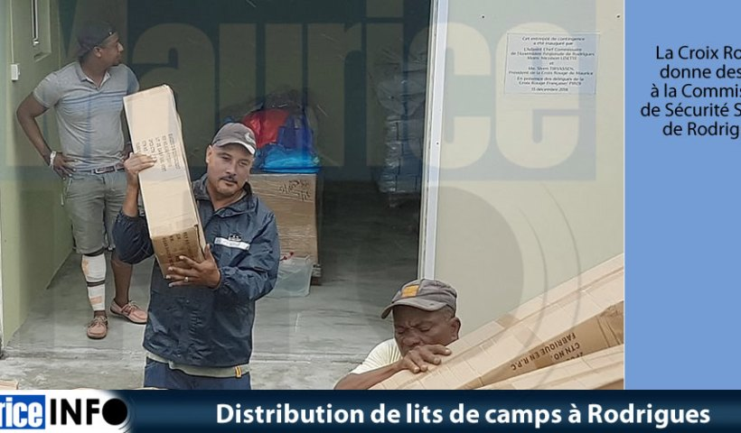 Distribution de lits de camps à Rodrigues