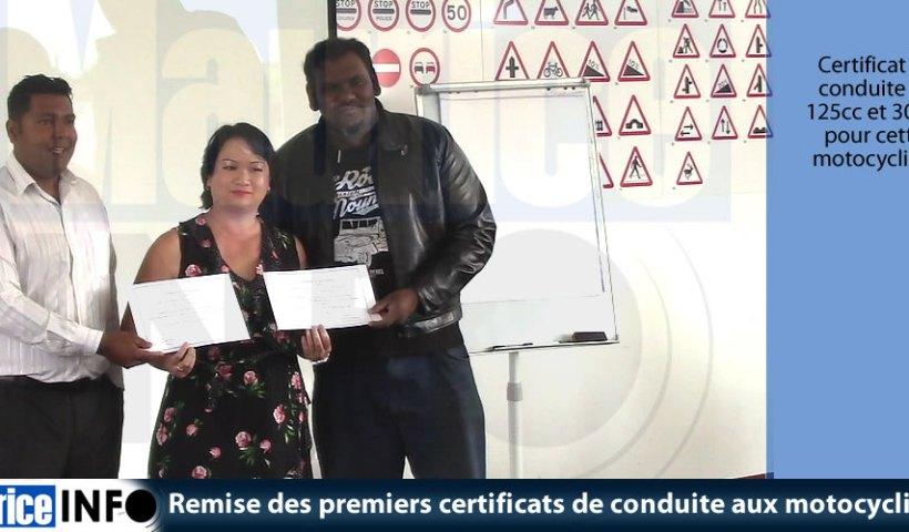 Remise des premiers certificats de conduite aux motocyclistes