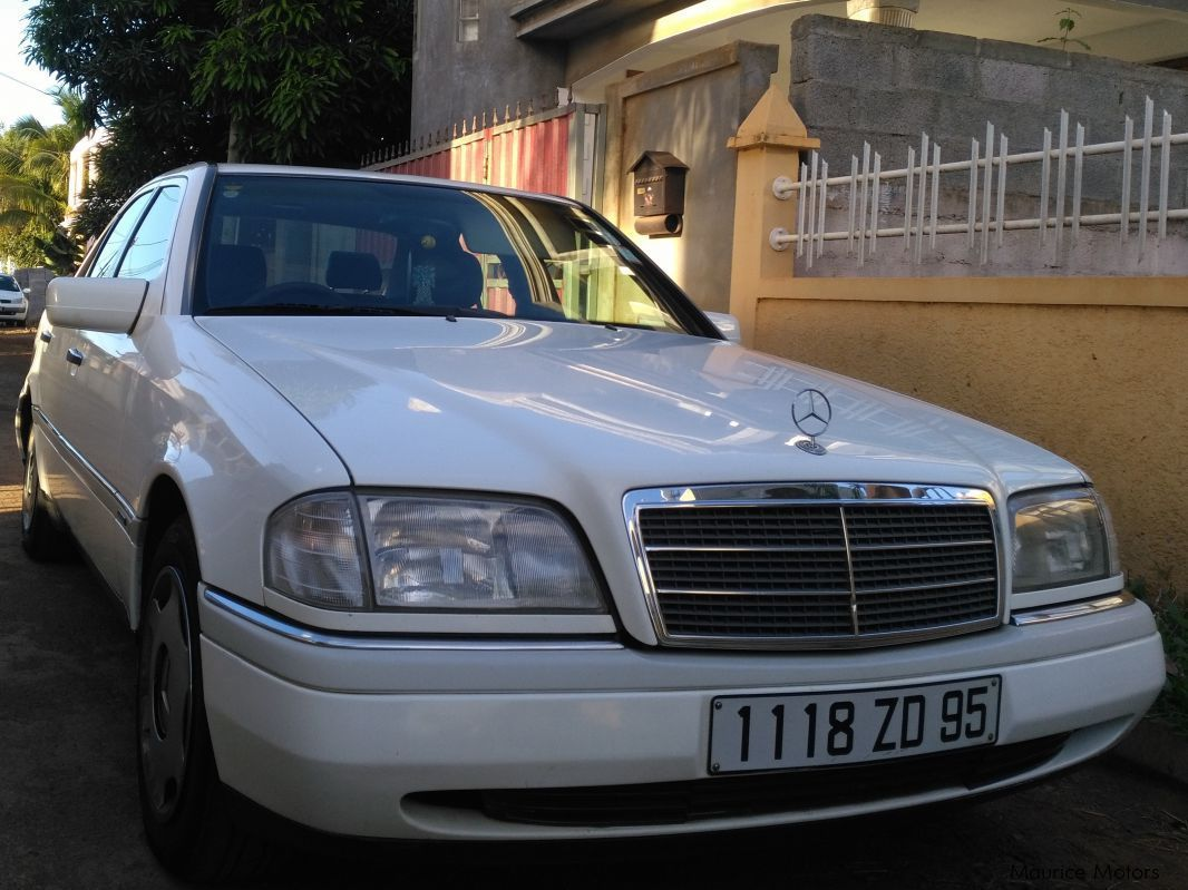 hight resolution of mercedes benz c220 in mauritius