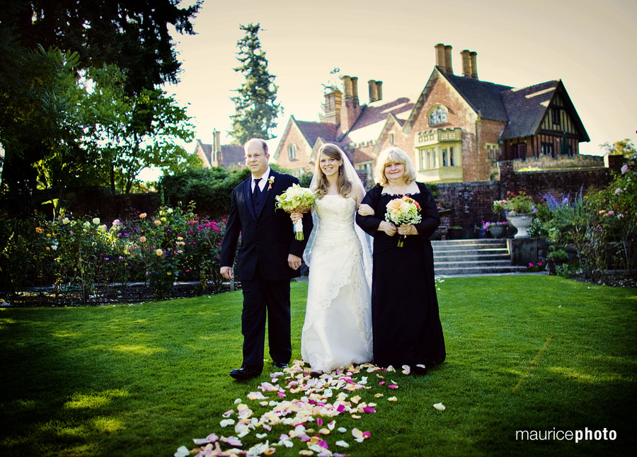 Pictures from a wedding at the Thornewood Castle by Maurice Photo