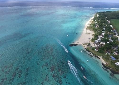 Pointe d'Esny beach in Mauritius