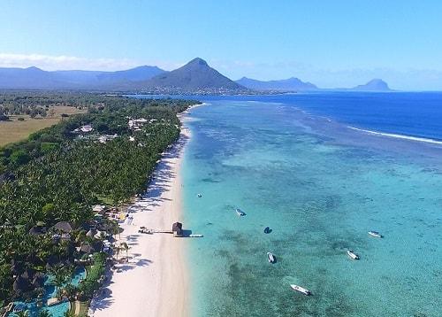 Flic en flac in Mauritius. Few hotels along the beach are sugareach and La Pirogue of Sun resorts. Hilton. Sofitel l'Imperial. Maradiva. Pearle Beach. Villa caroline