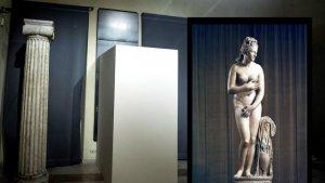 Renzi copre statue, El Papa il Crocifisso
