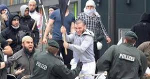 come i poliziotti bavaresi imparano l'etnologia.
