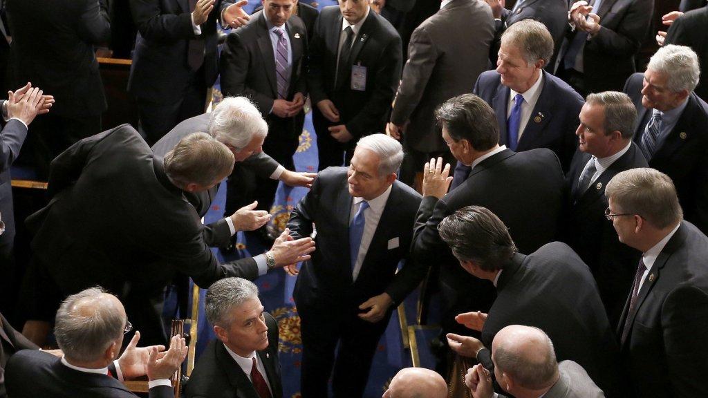 Netanyahu festeggiato dai membri del Congreso USA.