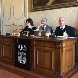 """Ars, dossier dei 5 stelle: """"Il parlamento siciliano costa di più della Casa Bianca"""""""