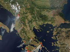 Grecia in fiamme dal satellite