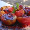 Pêssegos no forno de barro com crocante de avelã e milho e calda de Cointreau Restaurante Butiá Chef: Clo Dimet José Ignacio - Uruguai