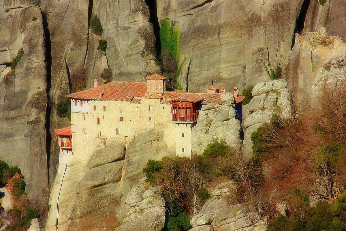 #travelbloggerindia #greecetourism #europe #meteora