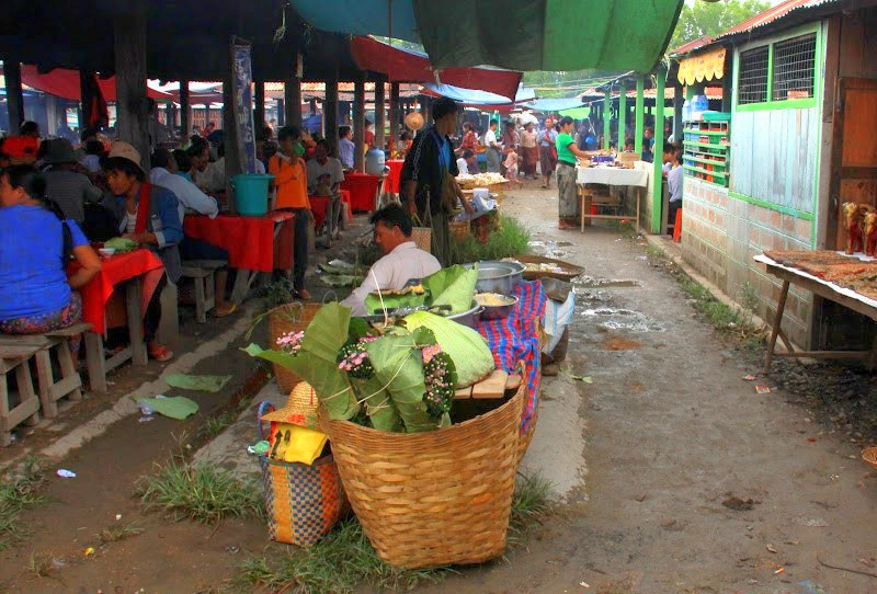 Visit the lake inle weekly markets by boat