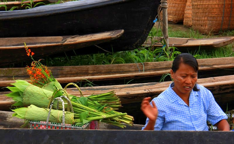 Sellers arriving at Lake Inle weekly market by boat