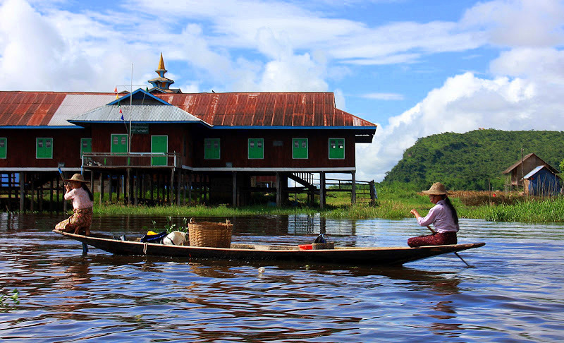 Boat ride to Samkar goes past stilt villages on lake inle