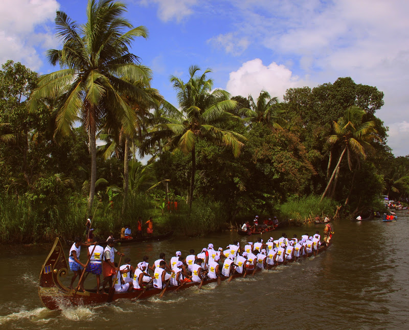 Kerala travel should include a boat race