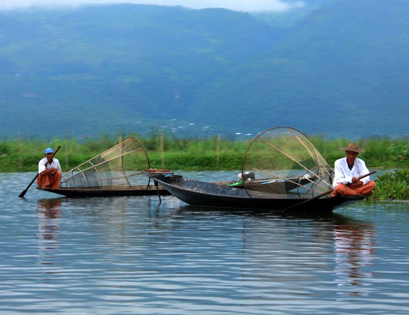 You can explore the lake inle weekly markets by boat