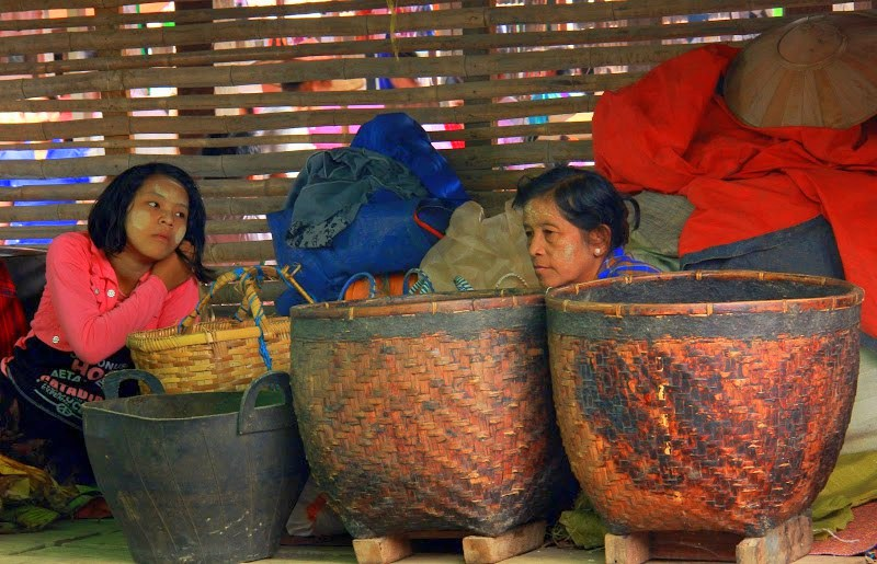 Lake Inle weekly markets are held for five days