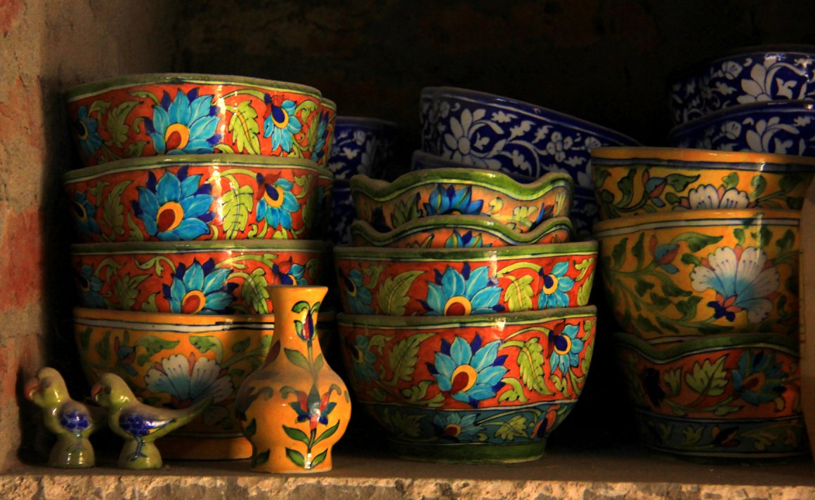 Jaipur Blue Pottery: A turbulent tale of a no clay pottery