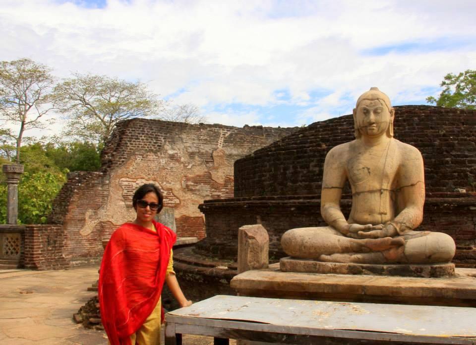 buddha statue in polonnaruwa