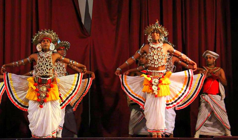 Enjoy some Sri Lankan culture on your Kandy travel