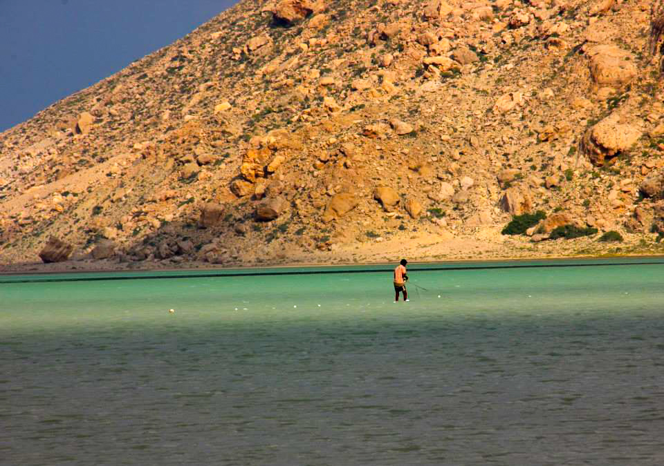 A local fisherman looking for calamari in Detwa Lagoon