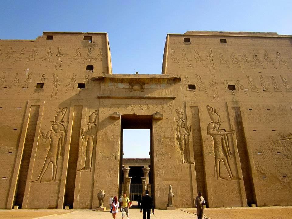 The massive entrance of the Edfu temple in upper egypt