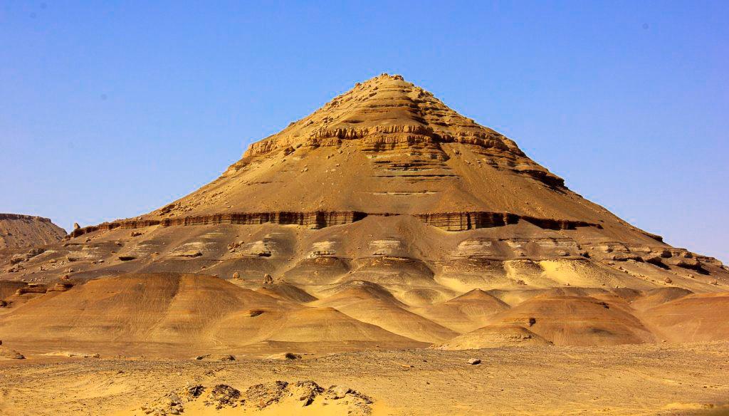 The stark landscape surrounding Bahariya Oasis
