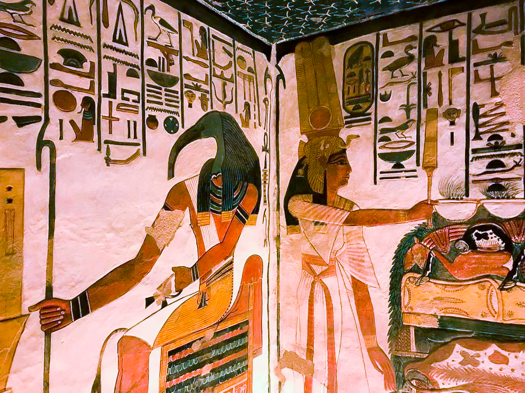 the details inside the tomb of nefertari