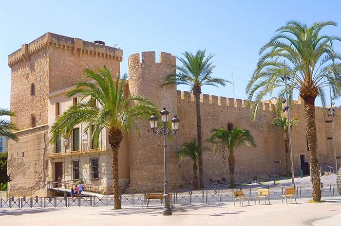 Elche medieval con el Palacio de Altamira