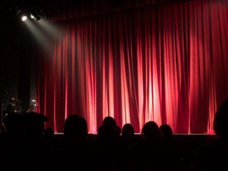 Cortina de teatro. Beneficios del teatro
