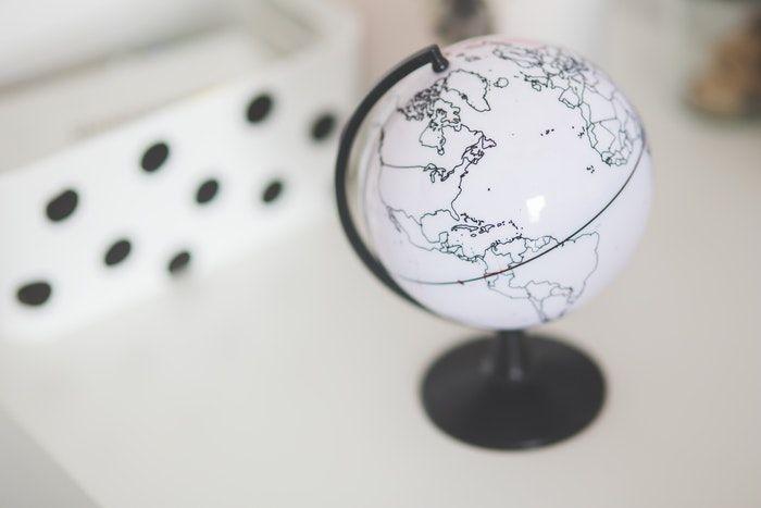 Mapa minimalista para criar niños bilingües