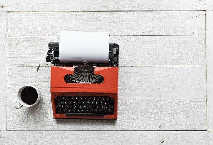 Máquina de escribir para inventar cuentos con niños