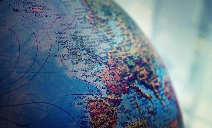 Globo terráqueo para mostrar los diferentes sistemas de proyección cartográfica en geografía