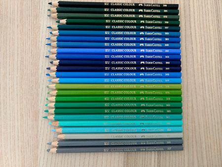 Lápices de madera para colorear en tonos fríos