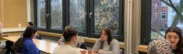 Start des Patenkonzeptes - Auszubildende beraten Schüler der Höheren Handelsschule