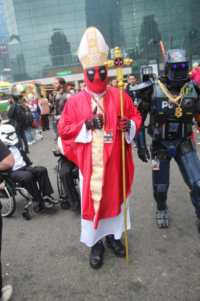 NYCC - Cosplay - Pope DeadPool