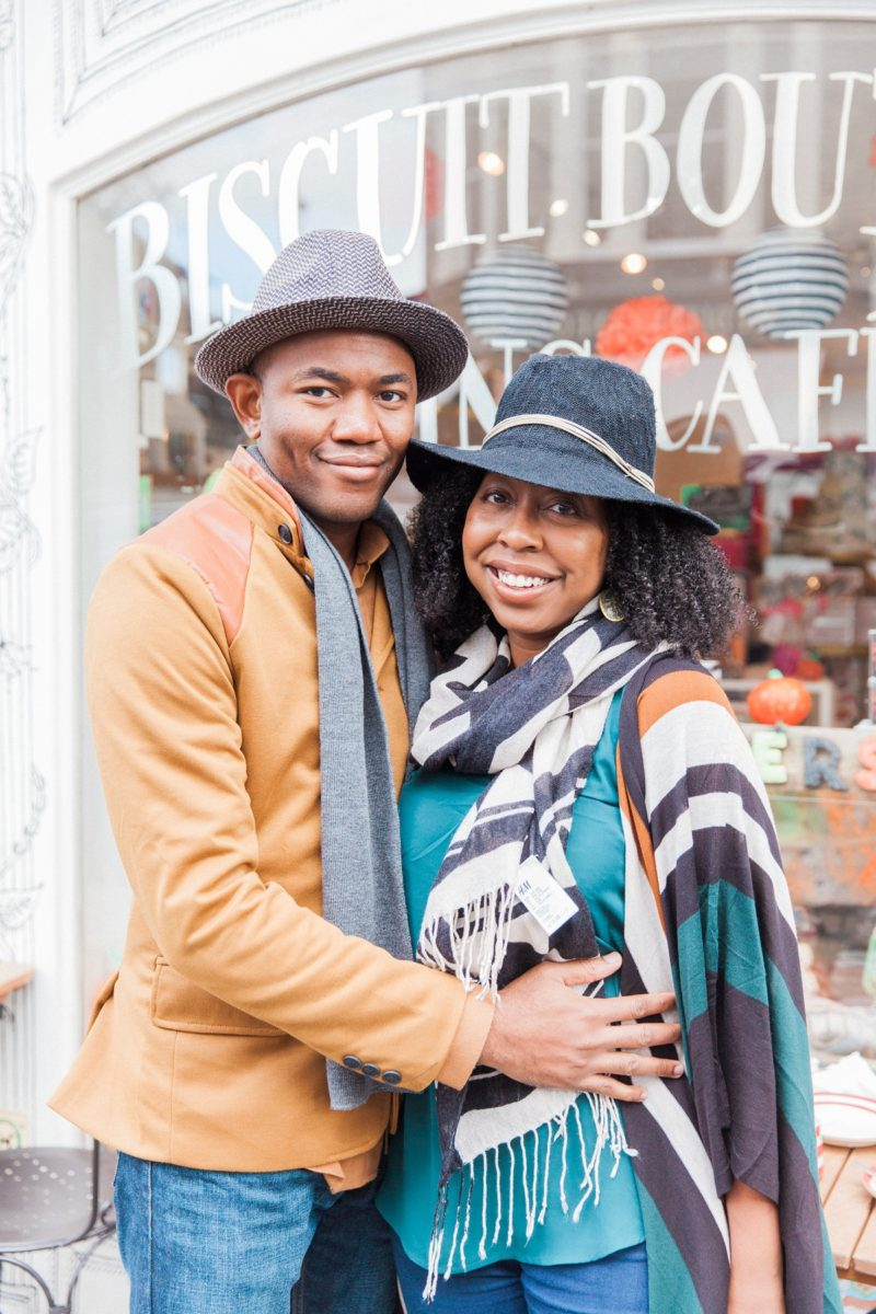 Cute Biscuiteers Couple Shoot in Nottinghill