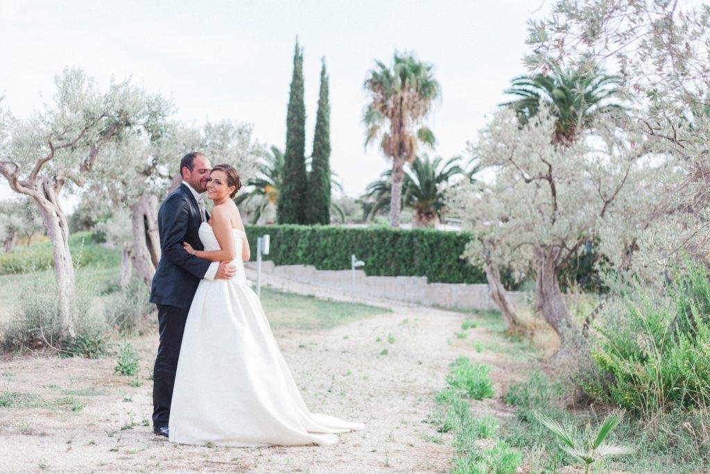 Couple hug in the gardens of the Convivium Hotel in Vasto during their Abruzzo wedding