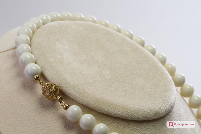Extra White Coral Necklace 9½-10mm in Gold 18K
