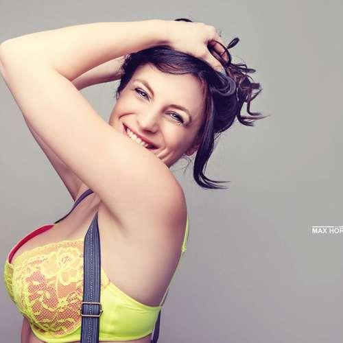 Portrait BH Brüste Hosenträger