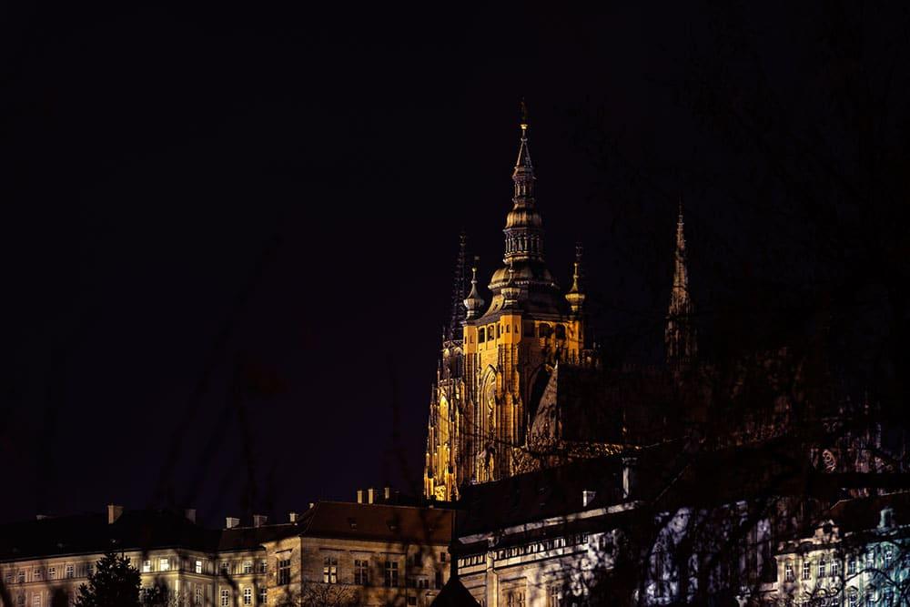 Prager-Burg-Pražský-hrad-Nacht-Night-Hradschin-Hauptstadt-Tschechien-Prague
