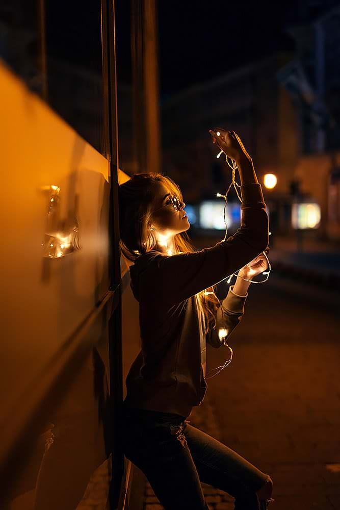 Fotoshooting Streetfotografie Fotograf fotostudio Fotokurs Workshop Profifotograf max hoerath kulmbach bamberg fussgaengerzone mainleus bayreuth - Lichterketten Shooting I mit Selina