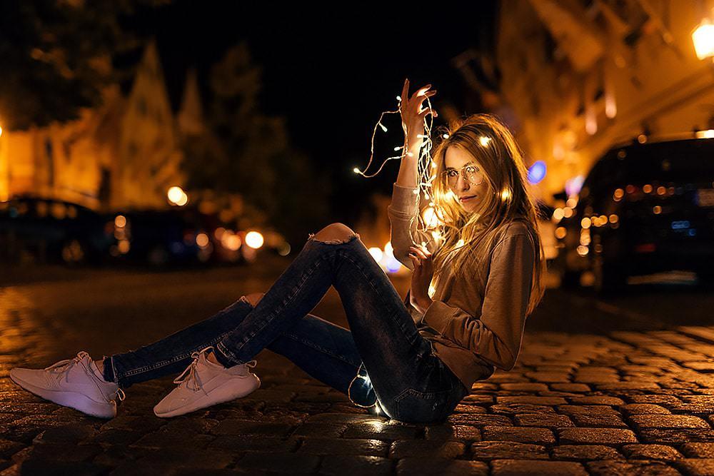 Fotoshooting Streetfotografie Fotograf fotostudio werbefotograf Medienagentur Fotokurs Workshop Profifotograf max hoerath berlin hannover kassel - Lichterketten Shooting I mit Selina