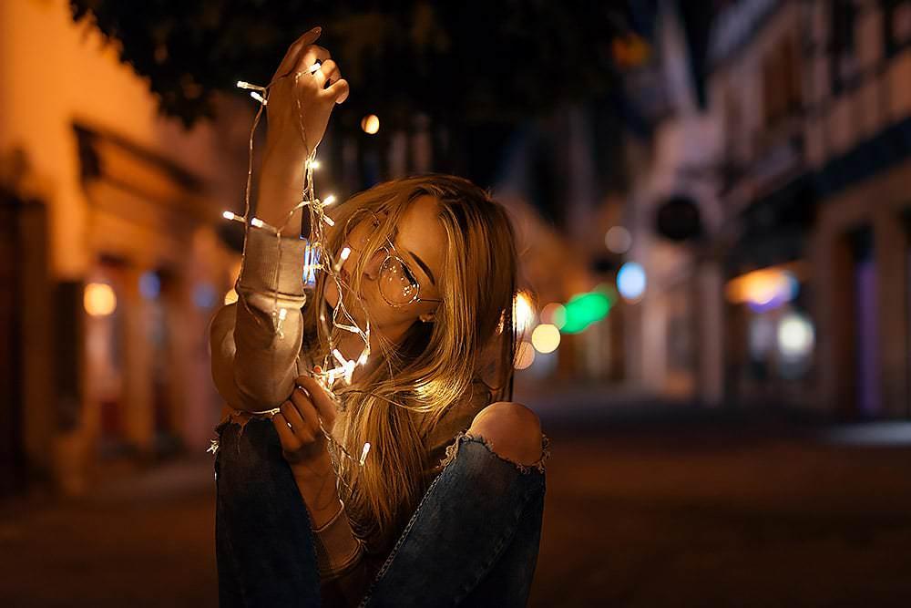 Fotoshooting Streetfotografie Fotograf fotostudio werbefotograf Medienagentur Fotokurs Workshop Profifotograf max hoerath langgasse fussgaengerzone - Lichterketten Shooting I mit Selina