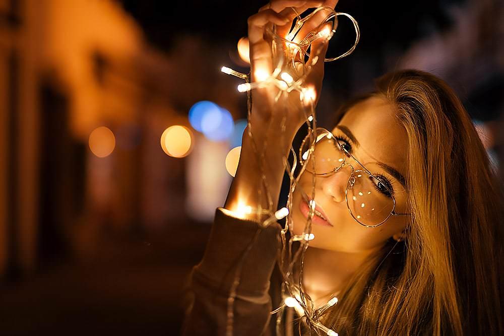 Fotoshooting Streetfotografie Fotograf fotostudio werbefotograf Medienagentur Fotokurs Workshop Profifotograf max hoerath light night nachts - Lichterketten Shooting I mit Selina