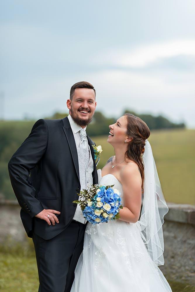 Hochzeitsfotograf Fotograf Fotoshooting brautpaar Hochzeitsfotos Hochzeitsreportage hochzeitshooting schuhe brautstraus brautpaar max hoerath kulmbach - Hochzeitsreportage & After Wedding mit Maria & Jan