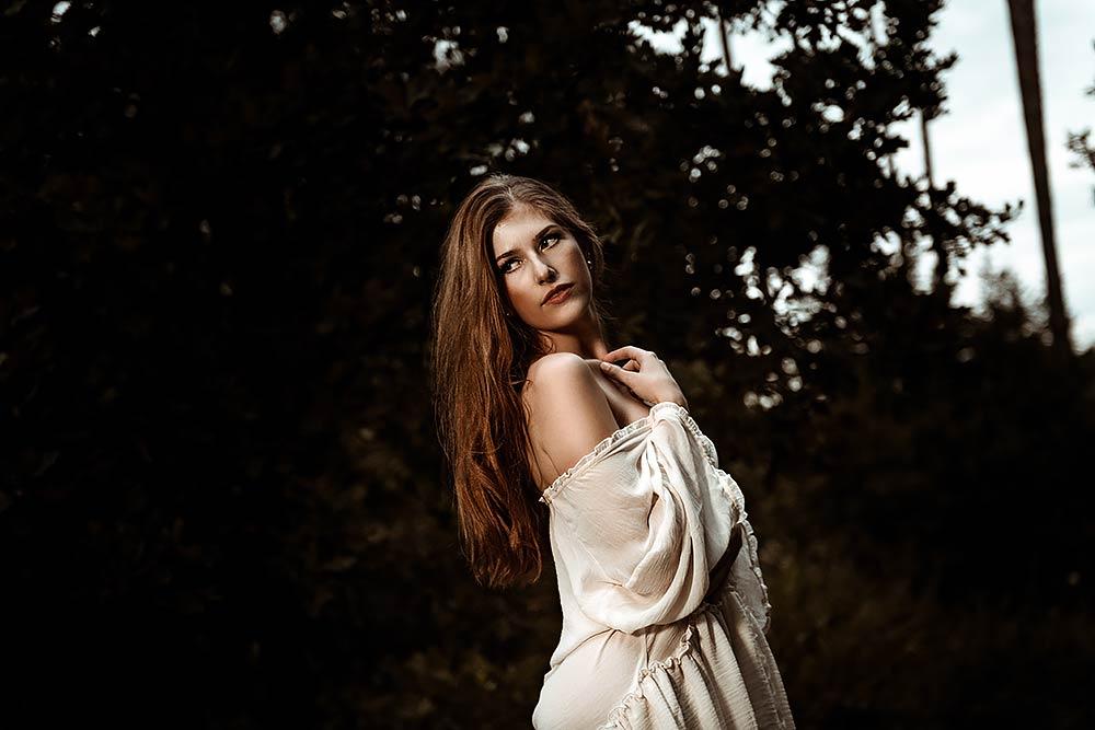 Sensual Boudoir im Wald von Elena