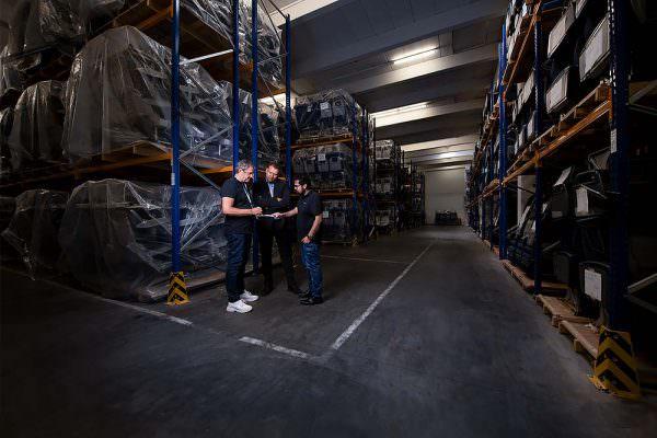 imagebilder lagerhaltung logistik mitarbeiterfotos teambilder firmenfotos firmenfoto max hoerath lichtenfels kronach 600x400 - Imagebilder Business Key Visuals