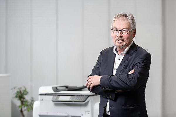 Andreas Sesselmann melissa erika kipp poffo kulmbach utax fotograf fotostudio max hoerath 1 600x400 - Imagebilder Business Key Visuals